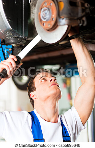 Car mechanic in workshop - csp5695648