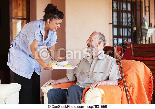 carer, lény, öregedő, étkezés, hozott, idősebb ember, ápoló, vagy - csp7931559