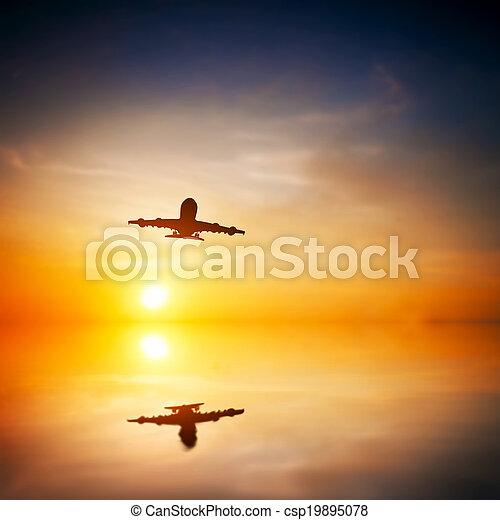 carga, silueta, pasajero, reflexión., grande, toma, avión, de, flying., o, agua, línea aérea, transporte, avión, resumen, sunset. - csp19895078