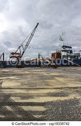 cargaison, grue, chargement, bateau - csp18338742