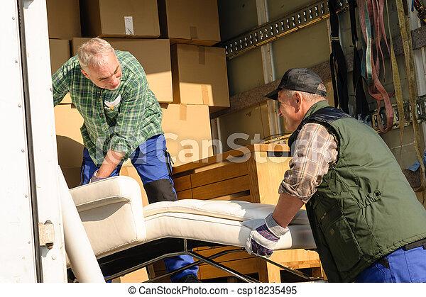 Dos camiones de mudanza con cajas de muebles - csp18235495