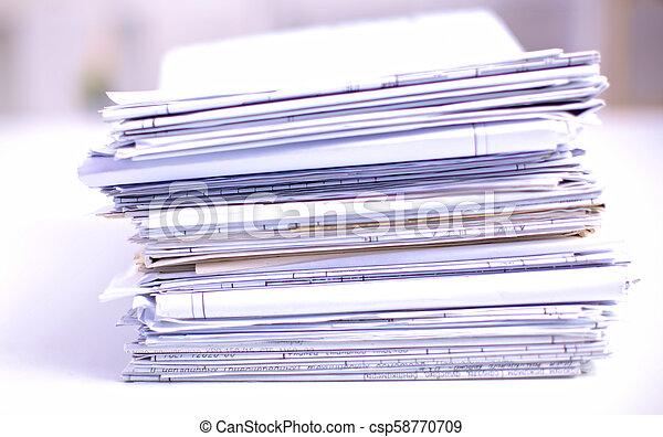 Archivo Stack, carpeta con antecedentes blancos - csp58770709