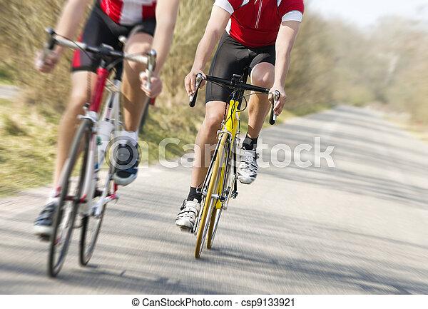 Una carrera de bicicletas - csp9133921