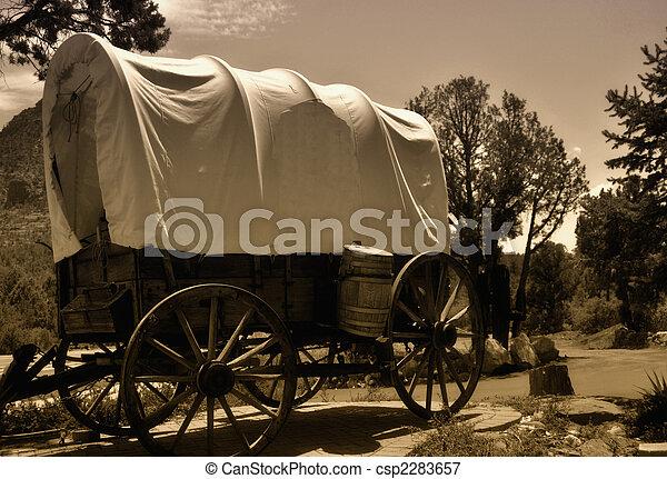 Una carreta cubierta - csp2283657