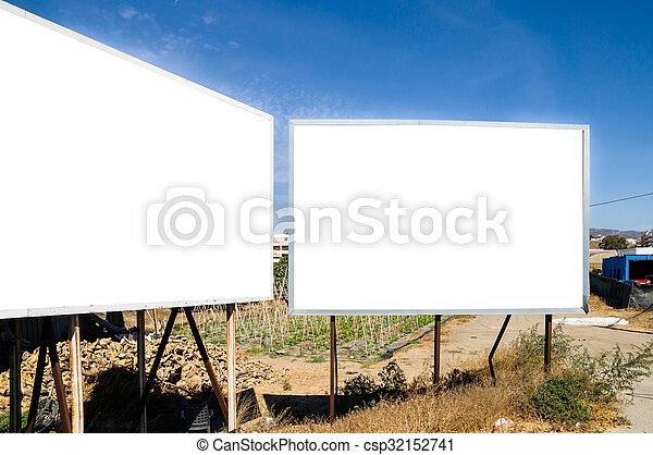 Un cartel en blanco - csp32152741