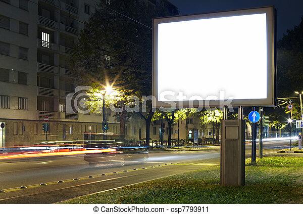 Billboard en la calle de la ciudad - csp7793911