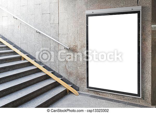 Un cartel en blanco o un cartel en el pasillo - csp13323302