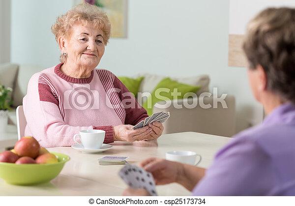cartes, personne agee, jouer, femmes - csp25173734