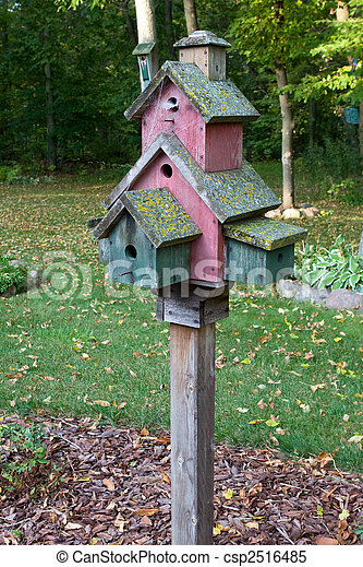 La casa de los pájaros abandonada - csp2516485