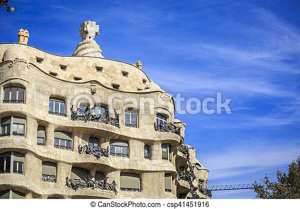 Casa mila de Antonio Gaudi, Barcelona, España - csp41451916
