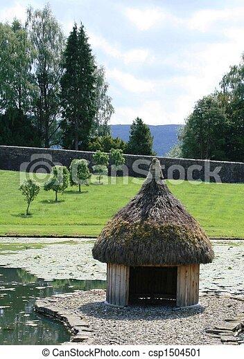 Casa de patos en el castillo Blair - csp1504501