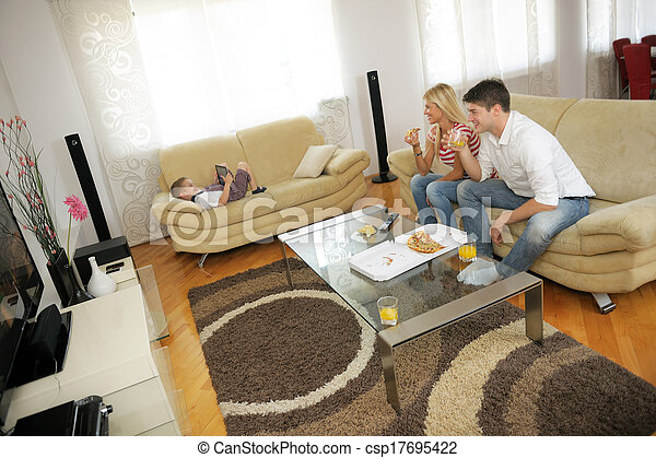 casa, coppia, consumo pizza - csp17695422