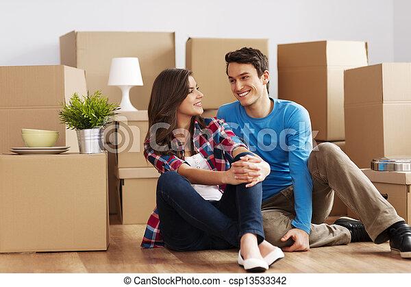 casa, coppia, spostamento - csp13533342