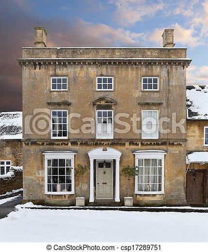 Casa Cotswold en la nieve - csp17289751