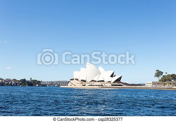 La ópera de Sydney y el mar - csp28325377