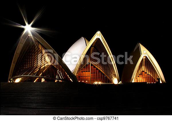 La ópera de Sydney por la noche - csp9767741