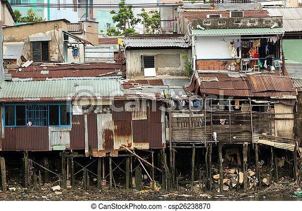 Una casa de madera Shanty en Saigón - csp26238870
