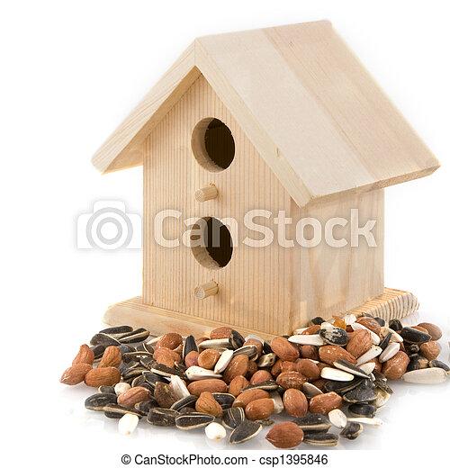 Casa de aves en invierno - csp1395846
