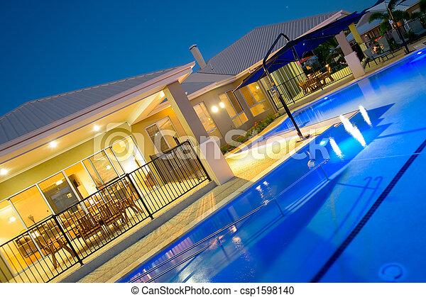 casa, lusso, stagno, nuoto - csp1598140