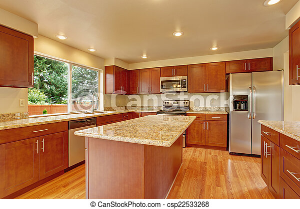 Muebles de cocina con isla en casa vacía. Cocina con ...