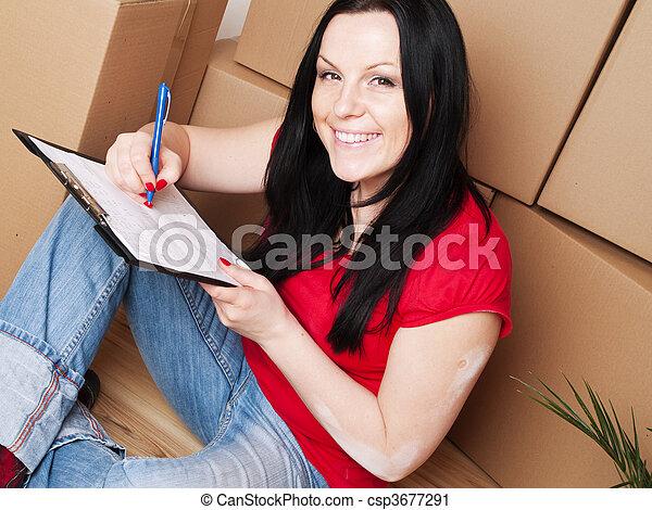 La mujer se muda a una nueva casa - csp3677291
