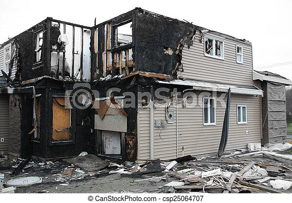 Casa quemada - csp25064707
