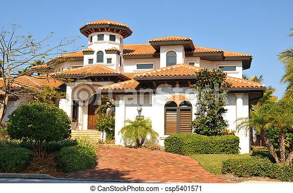 Casa stile torre spagnolo tradizionale stile occhio for Piani di casa in stile ranch gratis