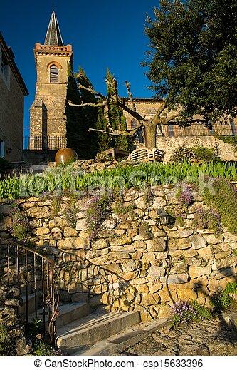 Torre de campana y casa en una colina - csp15633396