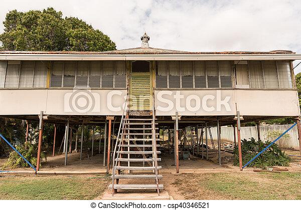 Renovación de casas antiguas - csp40346521