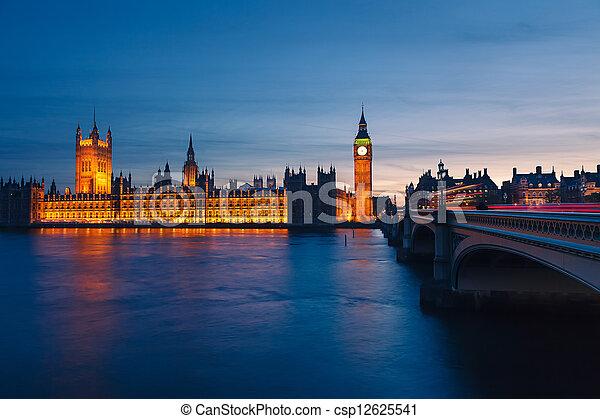 Casas del Parlamento por la noche, Londres - csp12625541