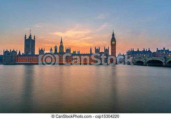Casas del Parlamento por la noche, Londres - csp15304220