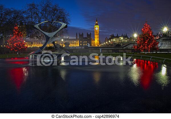 Casas del Parlamento en Navidad - csp42896974