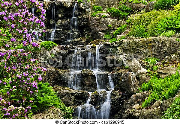 Cascada de agua - csp1290945