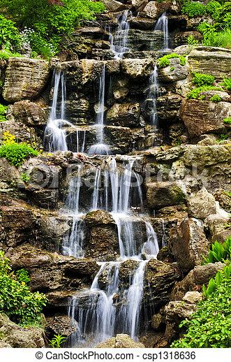Cascada de agua - csp1318636
