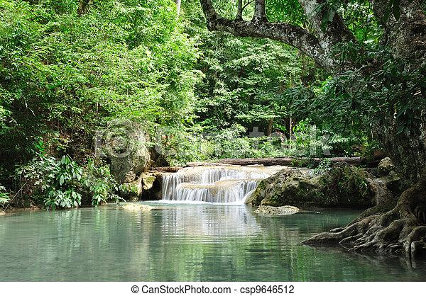cascada Eravan, kanchanabury, Tailandia - csp9646512