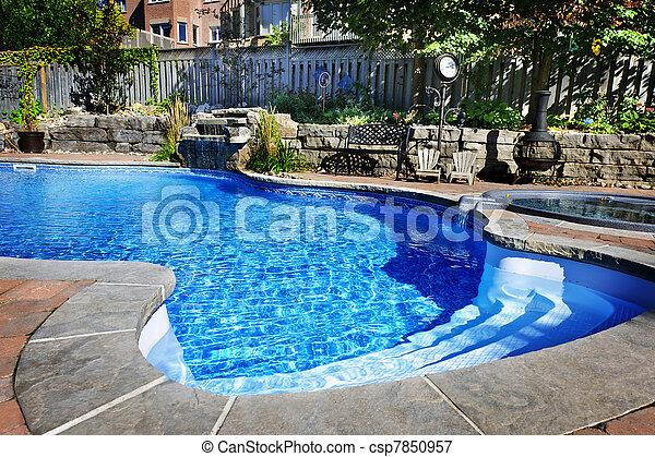 piscina con cascada - csp7850957