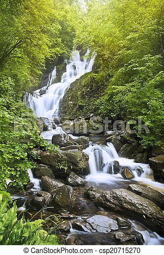 Una cascada - csp20715270