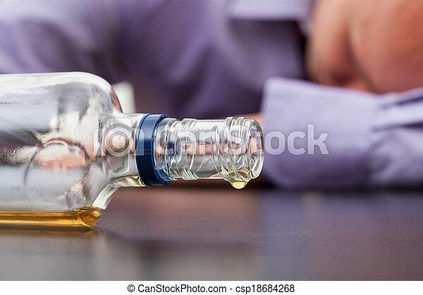 casi, botella vacía, alcohol - csp18684268
