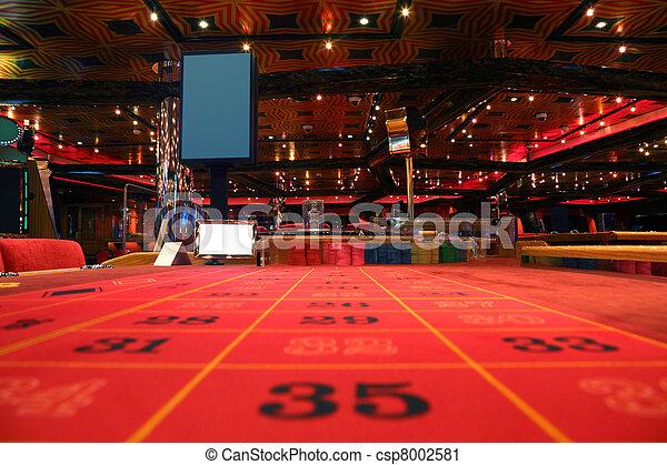 Habitación en casino con mesa roja para el juego de la ruleta, vista desde la mesa - csp8002581