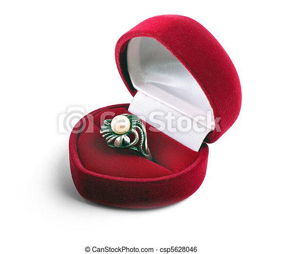 El anillo en caso de que se aísle de fondo blanco - csp5628046