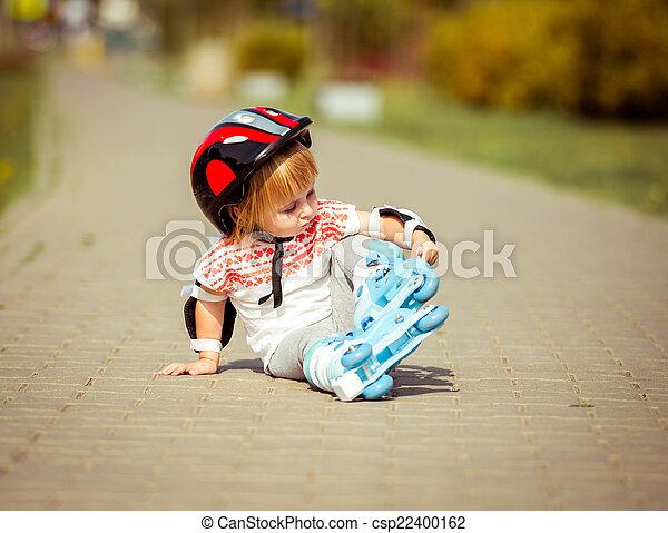 casque, girl, vieux, deux, patins, rouleau, année - csp22400162