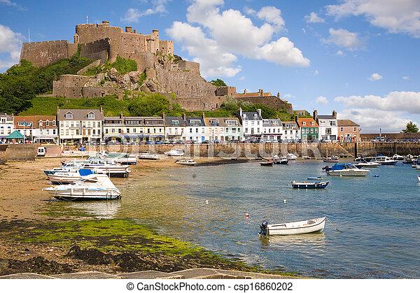 Gorey y Mont Orgueil Castle en Jersey - csp16860202