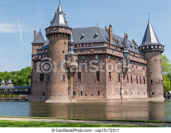 Castle De Haar, The Netherlands, surrounded by a moat - csp15172311