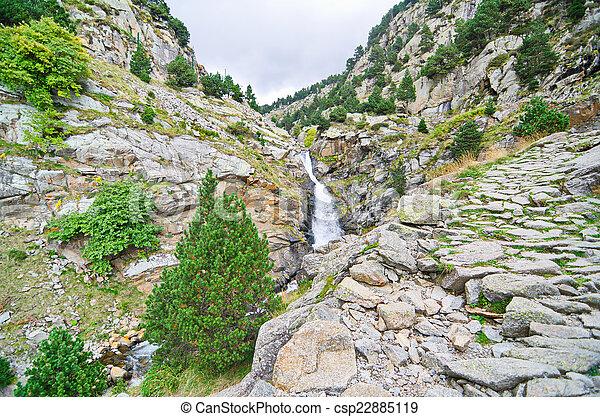 catalogna, vall, de, nuria, pirenei, cascate, spagna - csp22885119