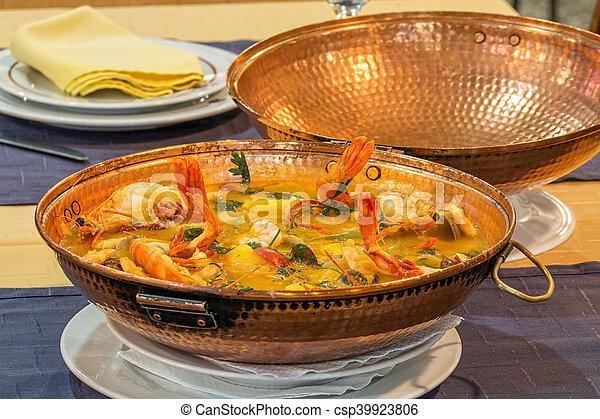 Cataplana portugais plat cataplana portugais sien a arm plaque wherw traditionnel - Cuisine portugaise la rochelle ...