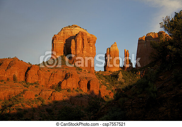 Piedra catedral al atardecer - csp7557521