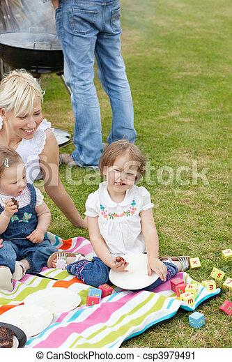 caucásico, picnic, juntos, familia , teniendo - csp3979491