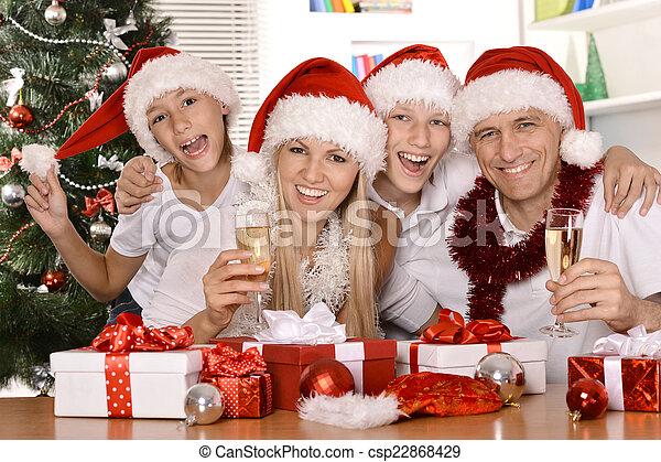 Feliz celebración familiar - csp22868429