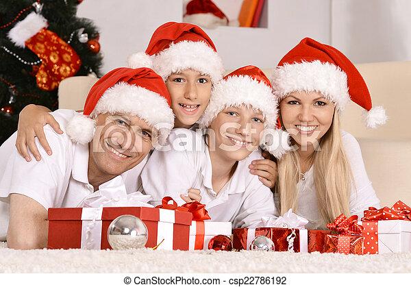 Feliz celebración familiar - csp22786192
