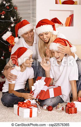 Feliz celebración familiar - csp22576365